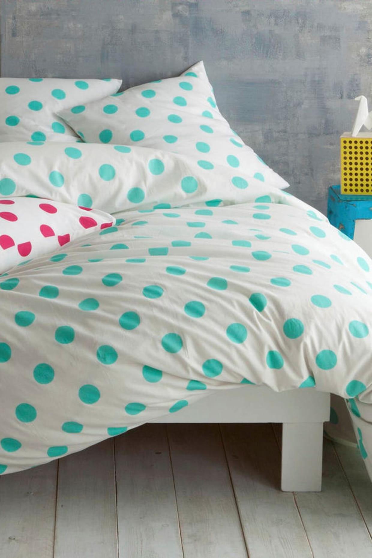 une t te de lit tableau. Black Bedroom Furniture Sets. Home Design Ideas