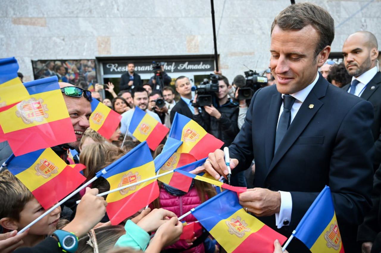 Visite princière de Macron en Andorre, entre retraite à 65ans, avantages fiscaux et anti-avortement