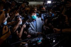 """Hong Kong: libéré, le magnat des médias appelle ses journalistes à """"se battre"""""""