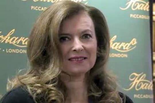 """Valérie Trierweiler: une enquête sur unefemme """"humiliée"""" mais très riche"""