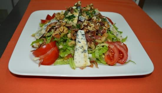 La Pierre Chaude  - Salade au bleu et aux noix -   © ROSIERE Eric
