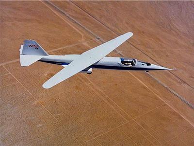 le seul et unqiue modèle d'avion à aile oblique.