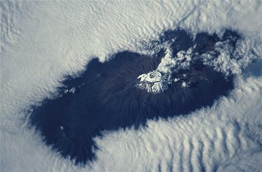Volcan dans les nuages