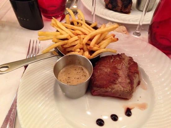 Plat : Le Bistro des Deux Théâtres  - Bœuf frites fines (allumettes) sauce au poivre et vinaigre balsamique -