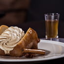 Dessert : Sixty-two  - LE BABA. Au rhum, crème montée au praliné macadamia... -   © Franck Sonnet