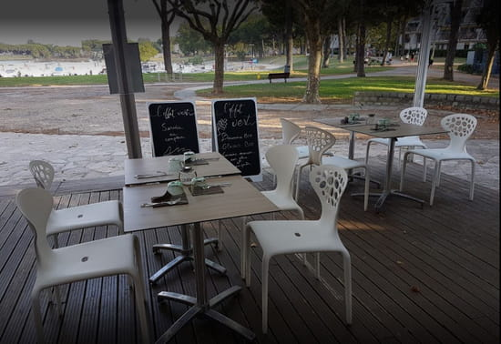 Restaurant : L'Effet Vert  - Terrasse avec vue panoramique sur le Ponant -   © EV
