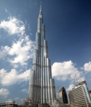 burj dubai est la plus haute tour du monde.