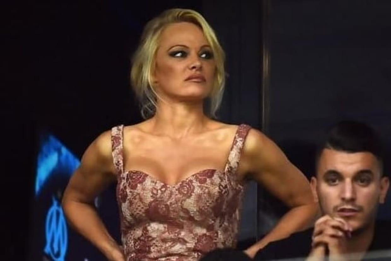 Mais que faisait Pamela Anderson aperçue au Stade Vélodrome à Marseille?