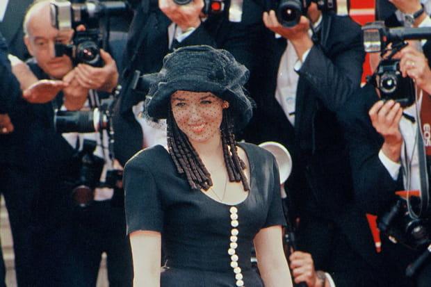 Isabelle Adjani monte les marches de Cannes en 1993