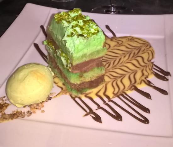 Dessert : Les Mignardises  - Gâteau pistache façon opéra -   © Dessert