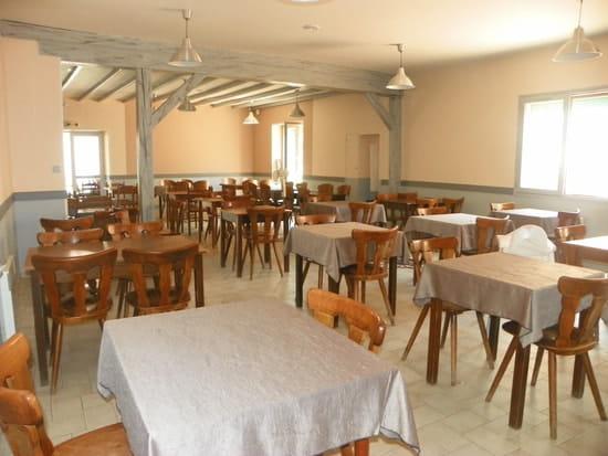 Restaurant L'Entracte (HOTEL, bar, tabac, jeux)  - La salle de restaurant -