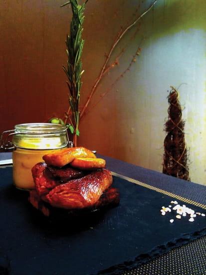 L'Essence du Goût  - Magret rôti, foie gras poêlé sur tranche de pain d'épices toastée et arrosée de son jus de canard -   © Isa