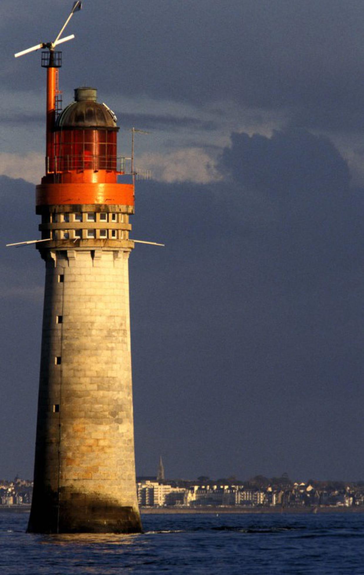 Le phare du grand jardin saint malo for Entretien jardin saint malo