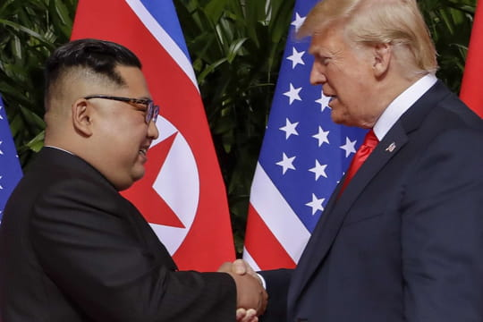 Trump et Kim Jong-un: photos, sourires et salamalecs... Pour quel accord?