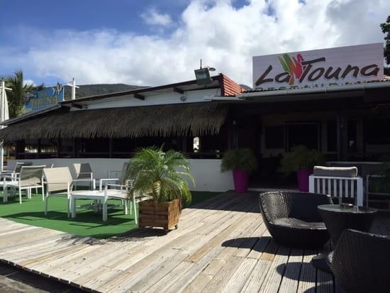 Restaurant : La Touna  - L'entrée coté terrasse -