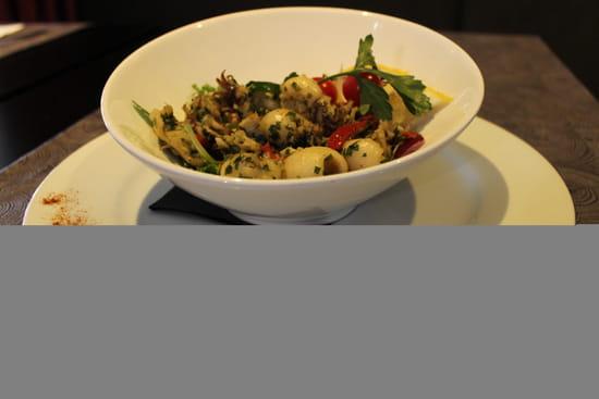 Entrée : Le QG  - Poêlée de crevettes marinées & boutons d'artichauts -   © Restaurant le QG