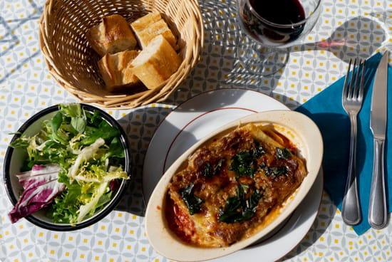 Plat : Vilcena  - Excellente lasagne faite maison accompagnée de sa salade. -   © Sandy