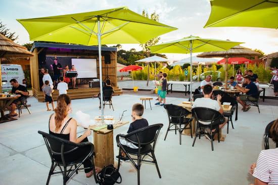 Restaurant : L'Abri des Dinos  - Terrasse animée -   © Lesdinos