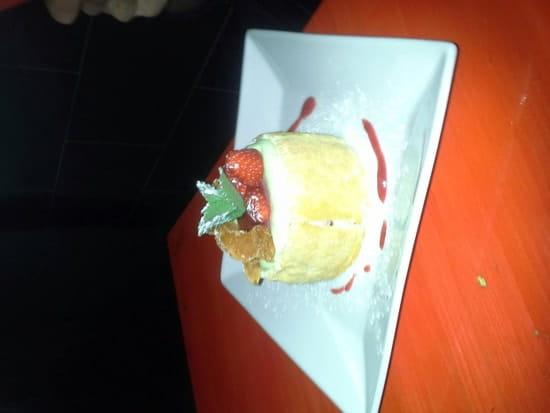 Dessert : Bistrot Coté Cour  - Charlotte fraise pistache -