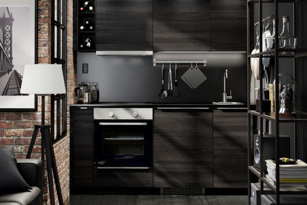 une cuisine noire. Black Bedroom Furniture Sets. Home Design Ideas