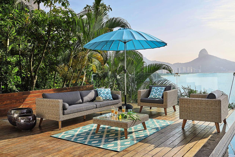 des parasols pour manger et farnienter sans br ler. Black Bedroom Furniture Sets. Home Design Ideas