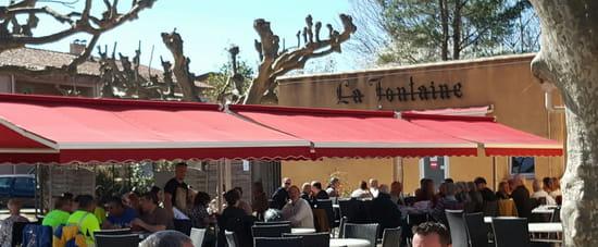 Restaurant : Les Amis de la Fontaine  - Terrasse -   © Evelyne LEYRIS