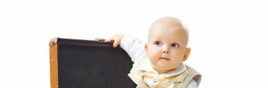 Voyager avec bébé : avion, passeport, formalités et conseils