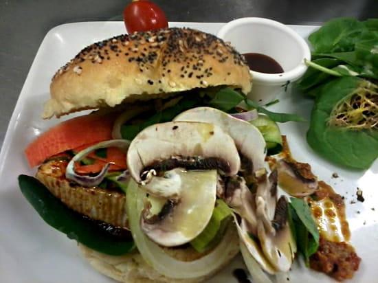 Le Templier de Montmartre  - burger végétarien -   © le templier de montmartre