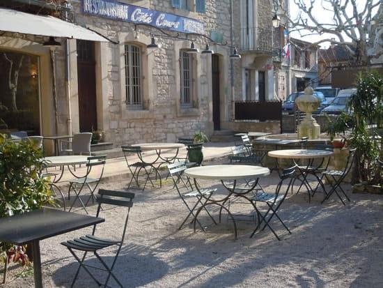 Côté Cours  - La cour et la fontaine -