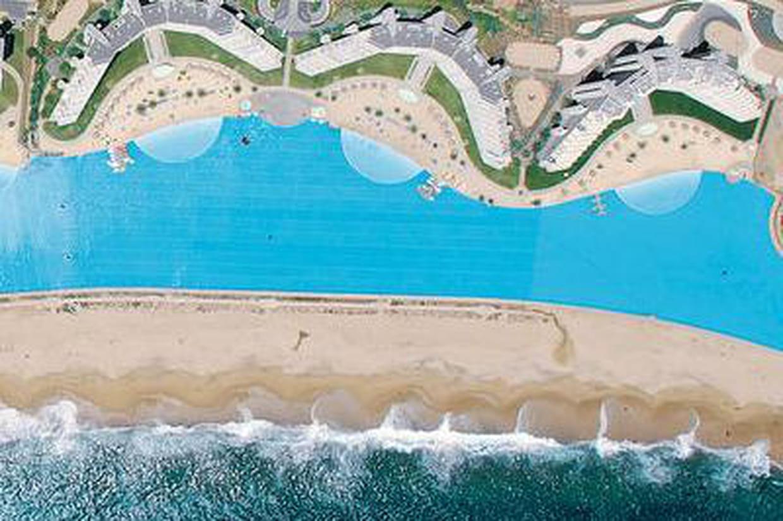 La plus grande piscine du monde algarrobo - La plus grande piscine du monde ...