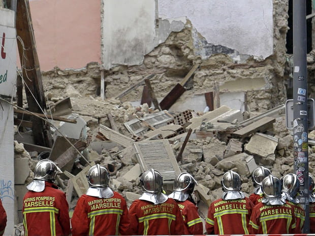 Les images choc des deux immeubles effondrés à Marseille