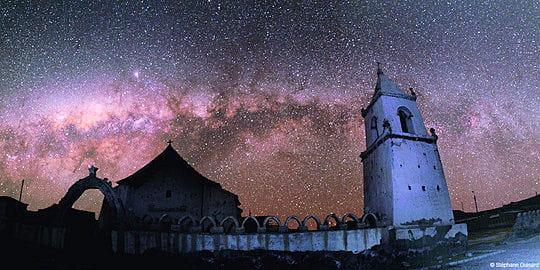 Eglise d'Isluga sous la voûte céleste