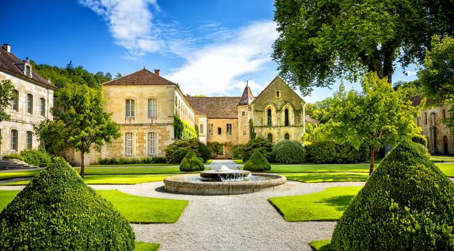 Bourgogne: villes, visiter, route des vins, le guide