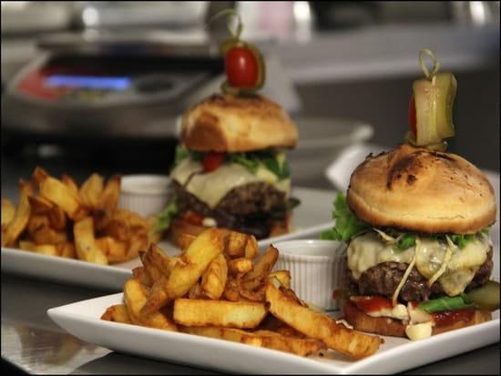 Keating Steak & Wine House  - cheeseburger-keating-saumur -