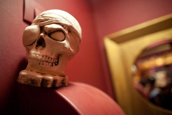 Bar les Pirates  - Les toilettes sont gardés -   © Eole