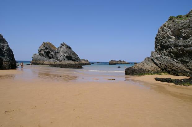 La plage du Donnant et ses pitons rocheux