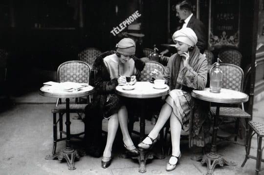 Femmes en terrasse