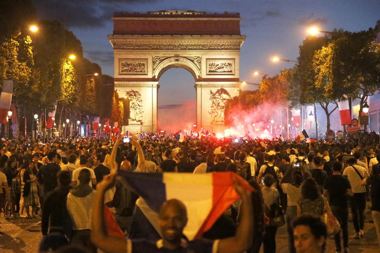 De la casse sur les Champs-Elysées…