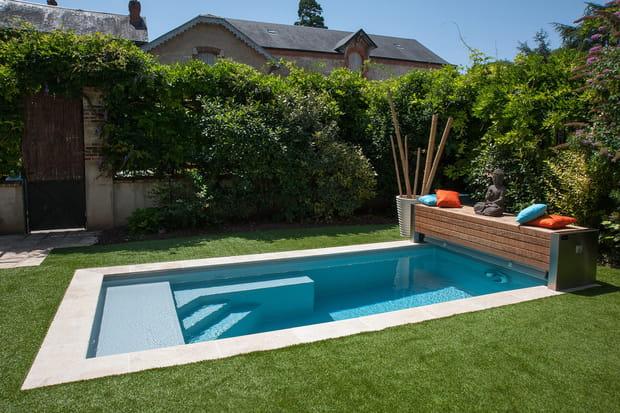 une petite piscine qui a tout d 39 une grande. Black Bedroom Furniture Sets. Home Design Ideas