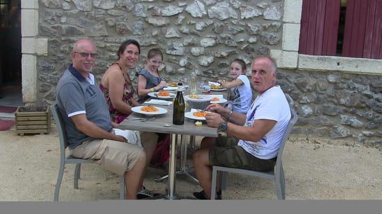 Restaurant : Les Terrasses de saint Paul  - Prêts pour la dégustation :) -   © GB