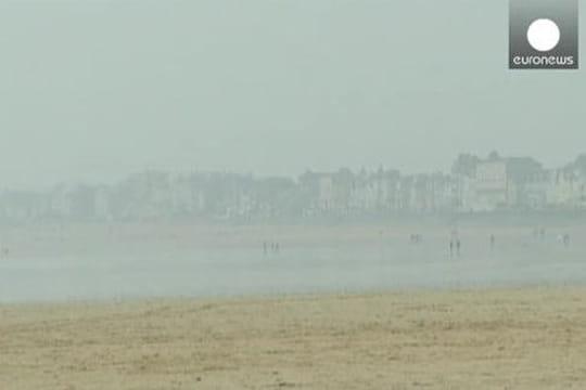 Marée dusiècle: unhomme emporté par lagrande marée