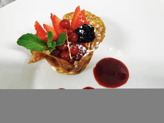 Dessert : Restaurant MC  - nougatine aux fruits rouge -   © 2
