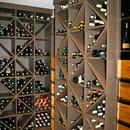 La Table d'Antoine  - Cave apparente riche de 3 000 bouteilles -