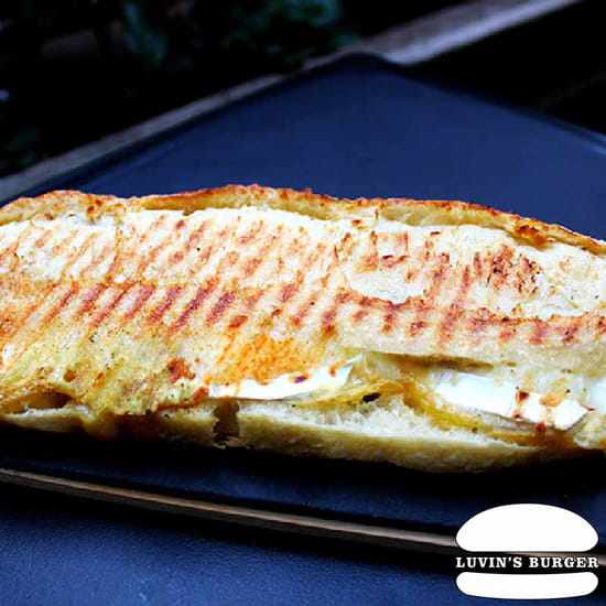 Plat : Luvin's Burger  - Le Panini Fromage -   © Luvin's Burger