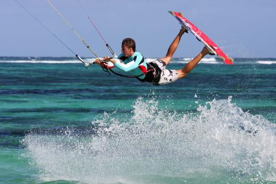 Kitesurf: comment bien choisir sa planche et son aile