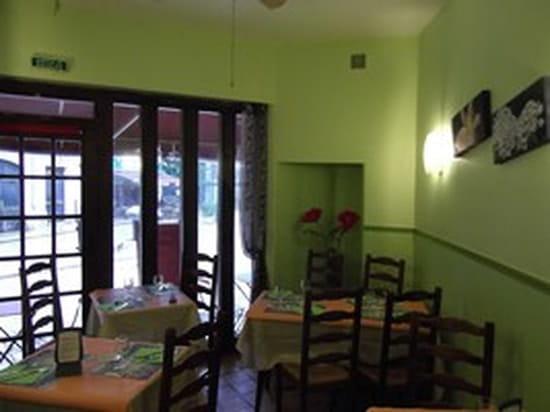 La Pause  - Salle verdoyante ouverte  sur la terrasse  -