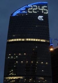 la plus grande horloge du monde est celle de la tour ouest de la fédération de
