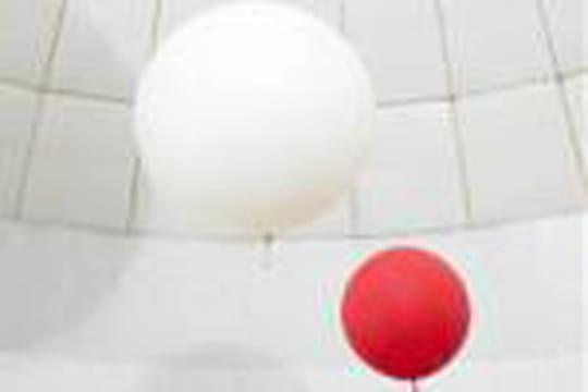 Comment l'hélium modifie la voix quand nous le respirons?