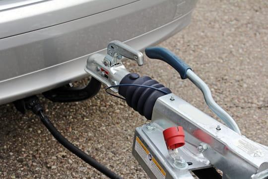 Attelage remorque de voiture et caravane: quel système choisir?