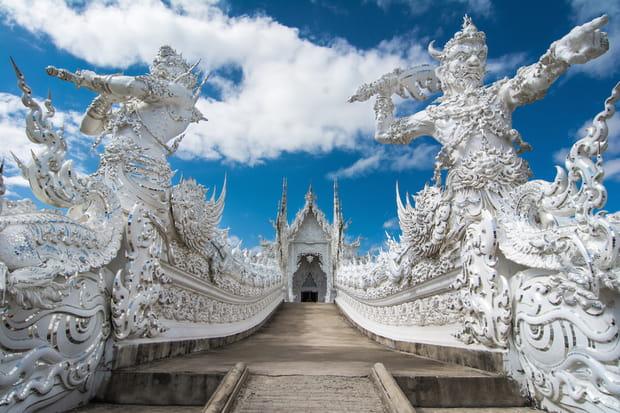 Le Temple Blanc Au Sud De Chiang Rai